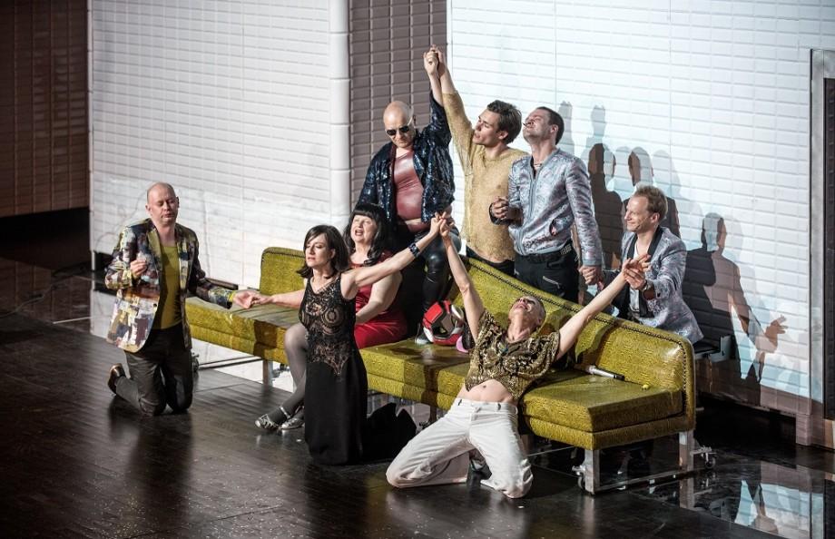 """A scene from Krzysztof Warlikowski&squot;s """"Warsaw Cabaret"""" photo: Magda Hueckel / Nowy Teatr"""