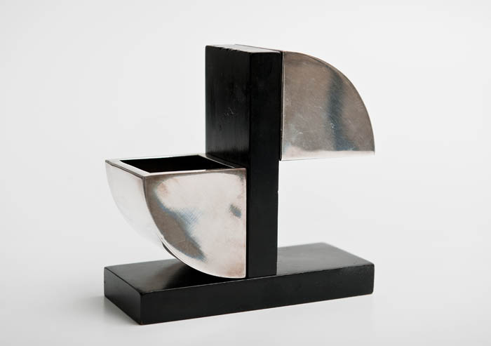 Julia Keilowa, ashtray and cigarette holder, produced by the Henneberg Brothers Plating Factory in Warsaw, ca. 1937. Private collection. Photo: Michał Korta