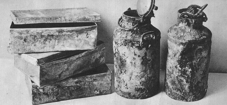 Three of the nine metal boxes and two milk cans which contained the Ringelblum Archive, photo: Wikimedia