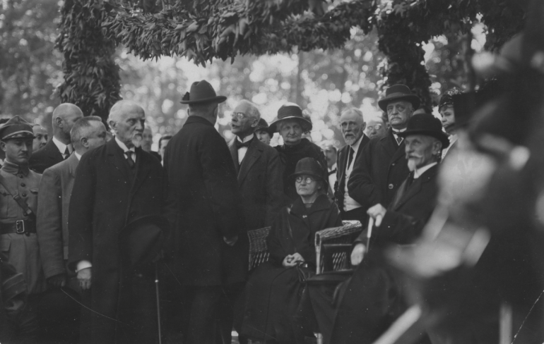 Marie Curie in Warsaw during the cornerstone laying ceremony of the Radium Institute in Warsaw in 1926. Photo: Polona.pl